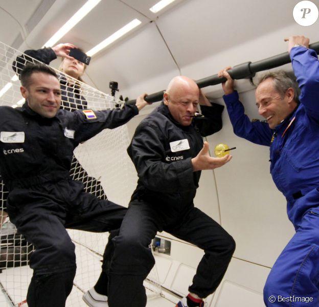 Le célèbre chef Thierry Marx, fer de lance de la cuisine moléculaire, à été invité par Novespace, le 13 octobre 2015, à faire un vol en apesanteur à bord d'un Airbus A310 Zero G basé à Mérignac, près de Bordeaux.