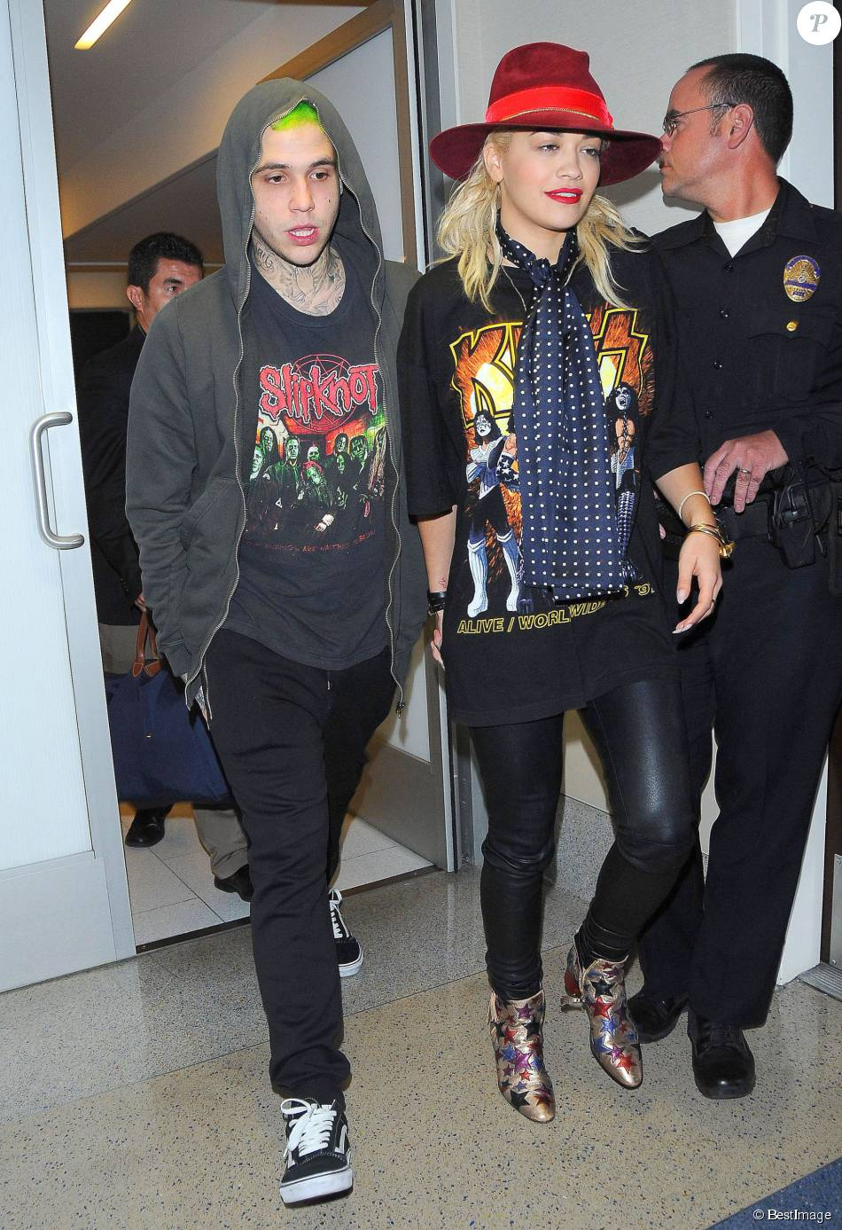 Rita Ora (chaussures Tommy Hilfiger) et son petit ami Ricky