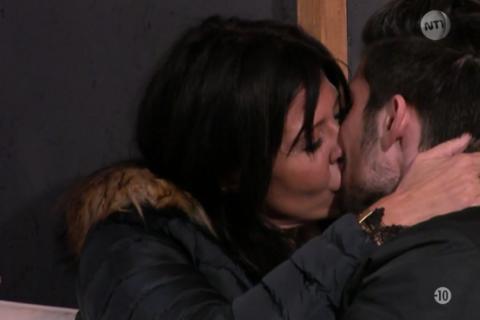 Secret Story 9 : Nathalie et Ali s'embrassent, Émilie et Rémi en crise