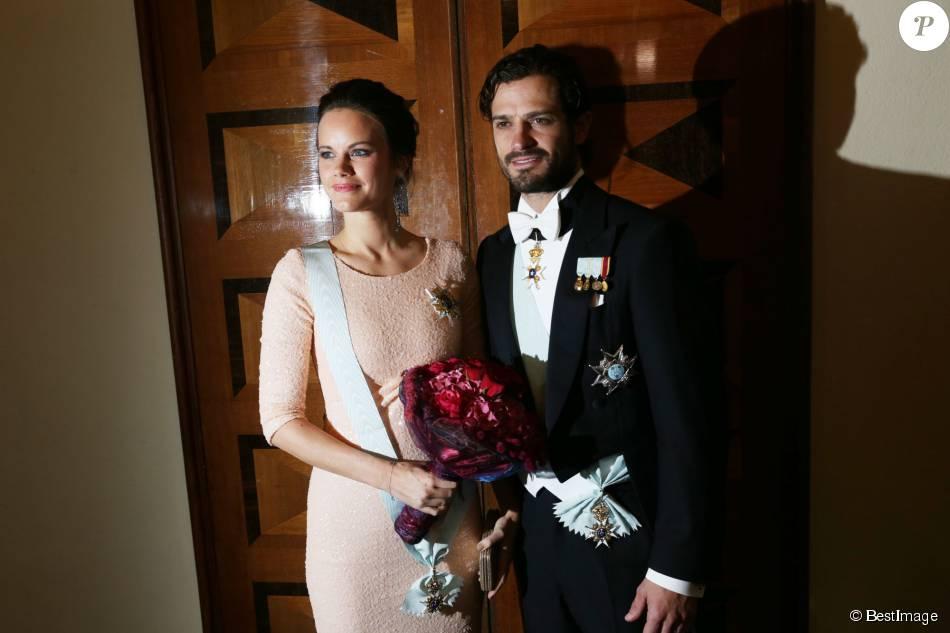 Le prince Carl Philip et la princesse Sofia de Suède, enceinte, assistaient le 23 octobre 2015 au gala annuel de l'Académie royale suédoise des sciences de l'ingénieur, à la Maison des concerts de Stockholm. La première sortie de la princesse depuis l'annonce de sa grossesse.