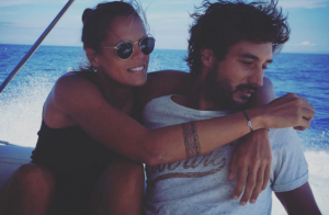 Laure Manaudou amoureuse de Jérémy Frérot : Elle l'enlace en pleine mer