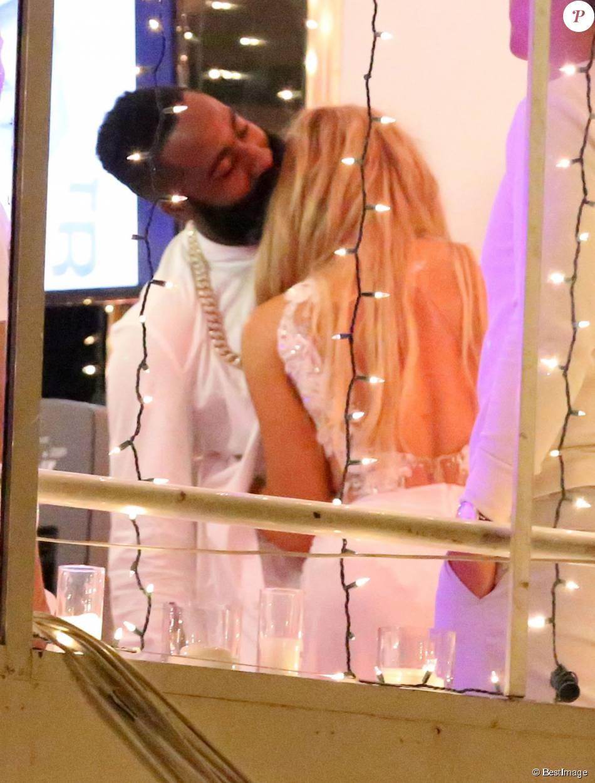 Khloe Kardashian et James Harden en présence de la famille Kardashian et de ses amis sur le bateau Hornblower à Marina del Rey, le 25 août 2015.