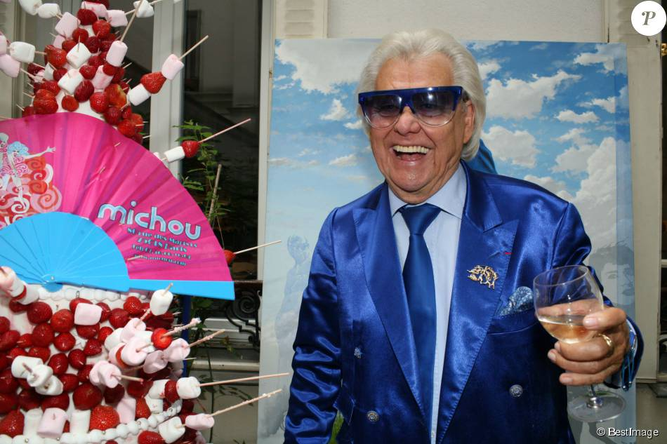 Exclusif - Michou - Michou fête son 84ème anniversaire dans son cabaret à Paris le 18 juin 2015.