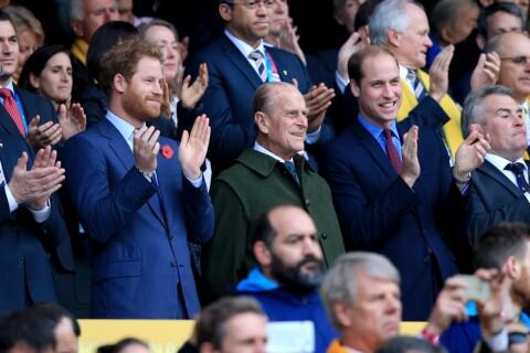 Le prince Harry, de plus en plus sexy, félicite les All Blacks après la victoire