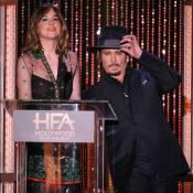 Johnny Depp, showman amoureux face à la bombe Selena Gomez