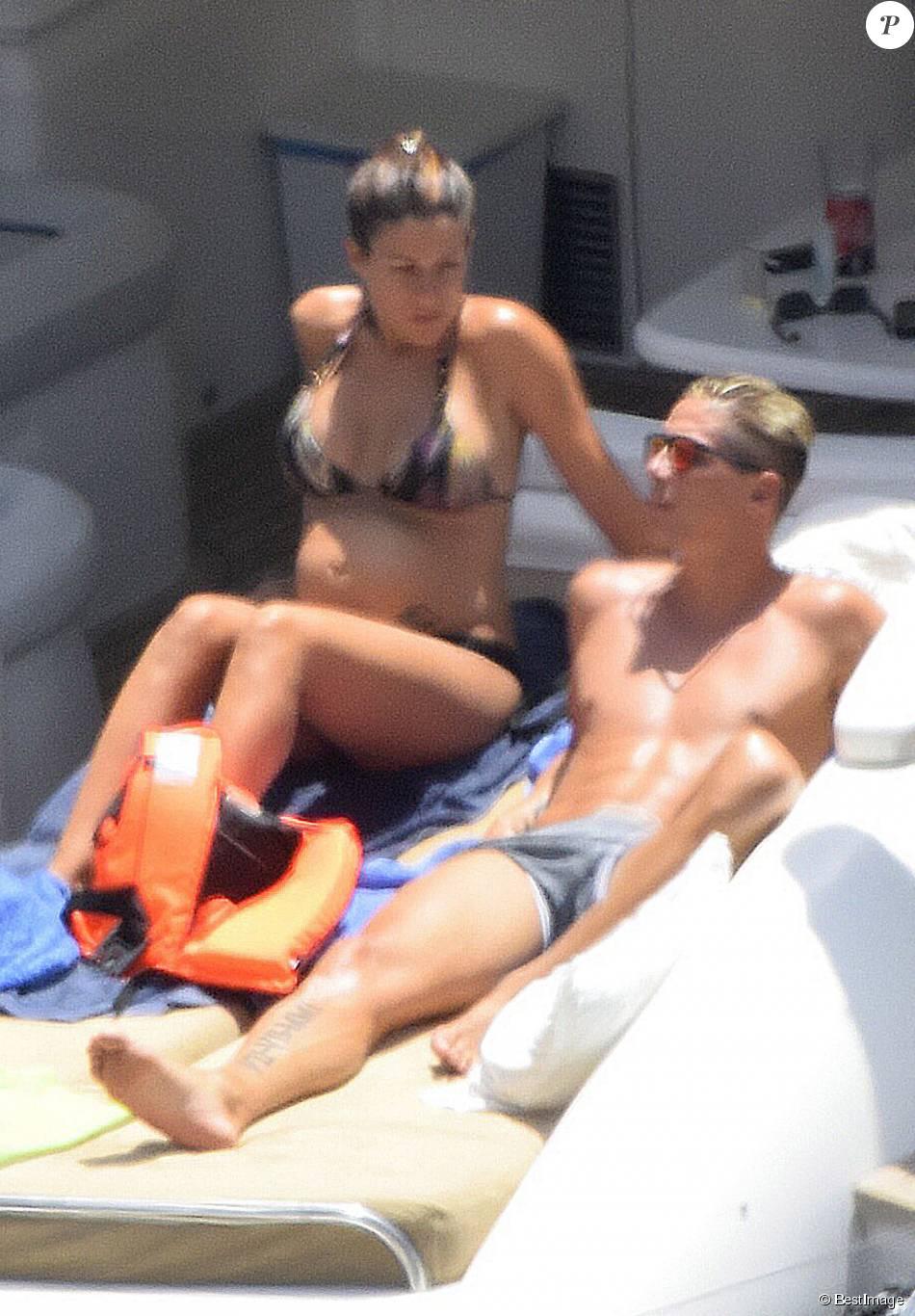 Exclusif - Fernando Torres et sa belle Olalla Dominguez, enceinte, à Ibiza, le 4 juillet 2015