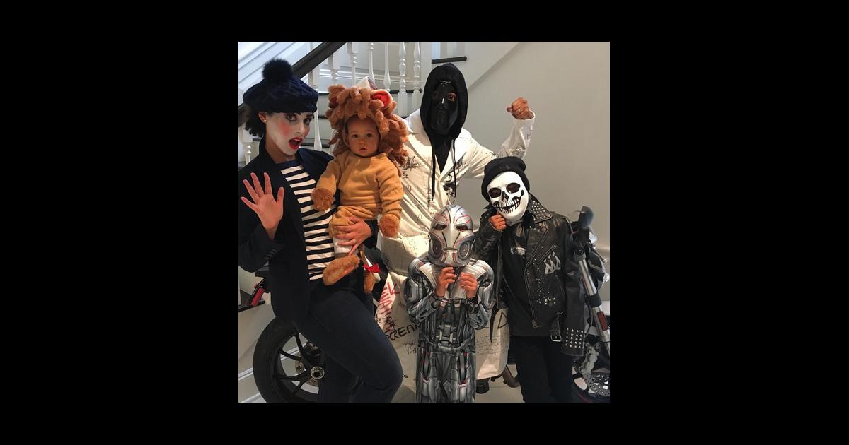 Alicia keys en famille pour halloween photo post e sur instagram - Halloween en famille ...