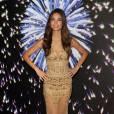 """Lily Aldridge fait la promotion du """"Fantasy Bra"""", un soutien-gorge à 2 millions de dollars crée par le bijoutier Mouawad, pour Victoria's Secret à Santa Monica, le 2 novembre 2015."""