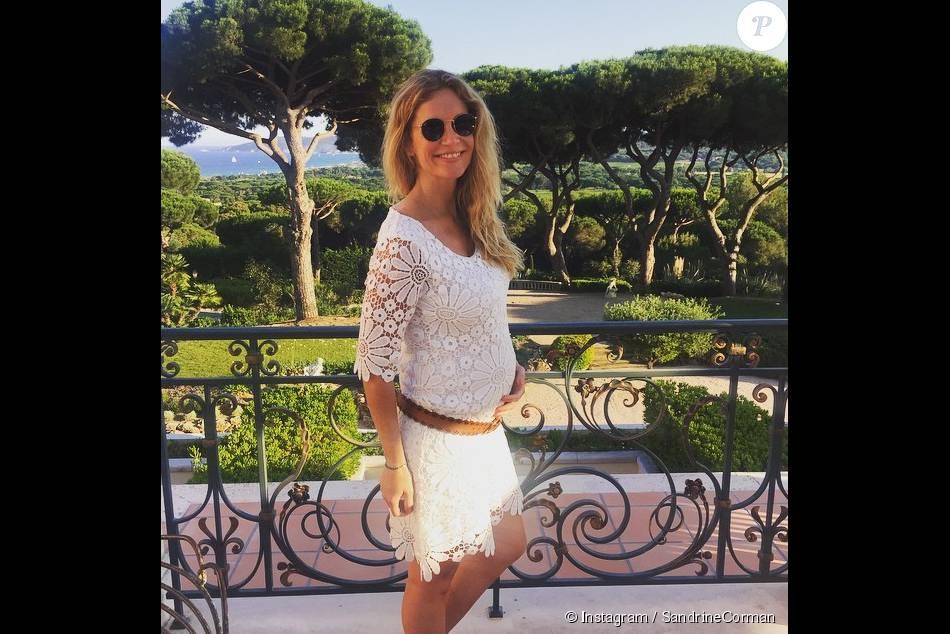 Sandrine Corman enceinte de son deuxième enfant. La future maman dévoile un baby-bump de plus en plus rond. Juin 2015.