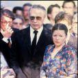 Yves Montand et Catherine Allégret lors des obsèques de Simone Signoret à Paris le 2 octobre 1985