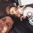Billy Crawford, sa chérie Coleen Garcia et leur chat / photo postée sur Instagram.