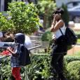 """Exclusif - Jennifer Hudson est allée faire du shopping avec son fils David au centre commercial """"The Grove"""" à Los Angeles. Le 1er avril 2015"""