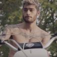 Zayn Malik a dévoilé les premières notes de son nouveau morceau, Befour, dans un vidéo-clip réalisé par le magazine Fader auquel il a accordé une interview exclusive et diffusé sur Youtube / novembre 2015.