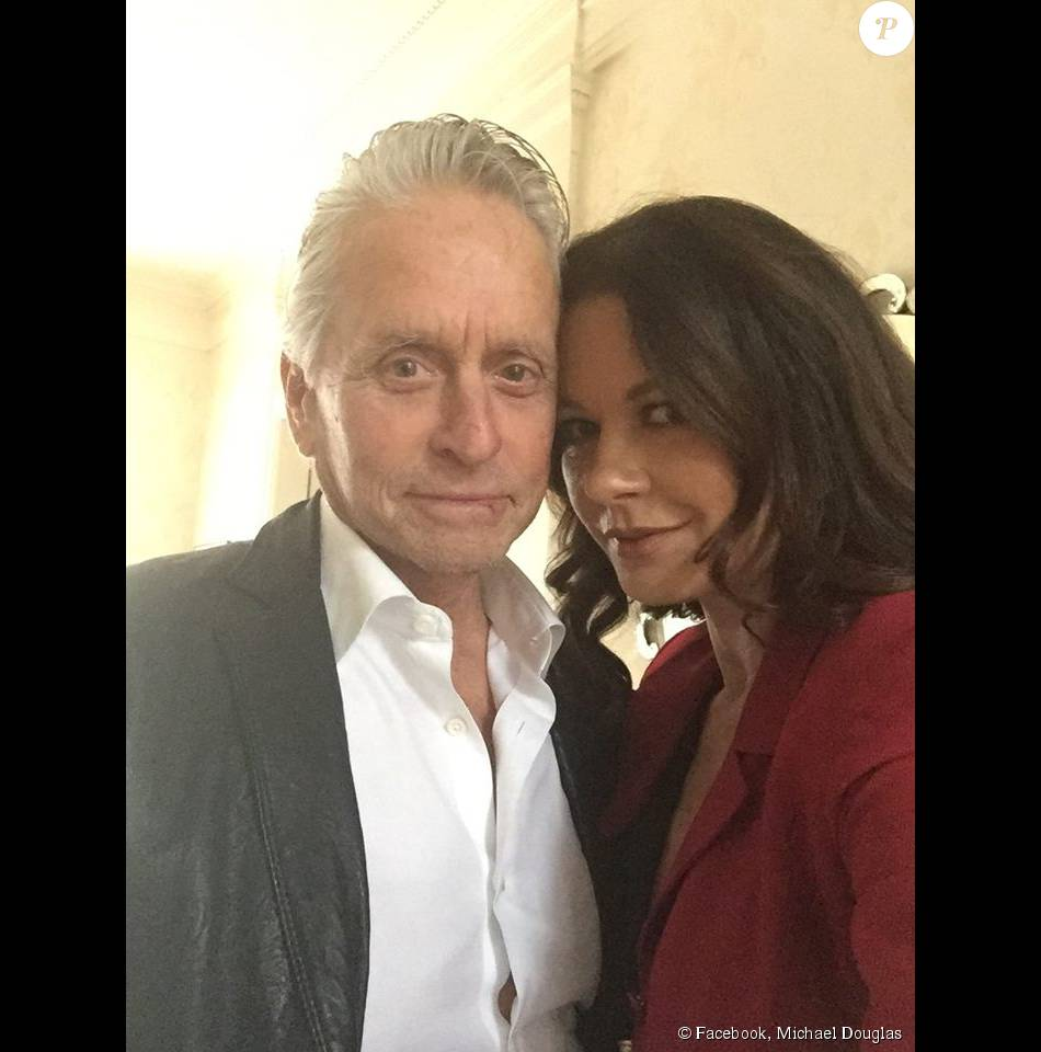 michael douglas et catherine zeta jones c l brent leurs 15 ans de mariage photo post e le 18. Black Bedroom Furniture Sets. Home Design Ideas
