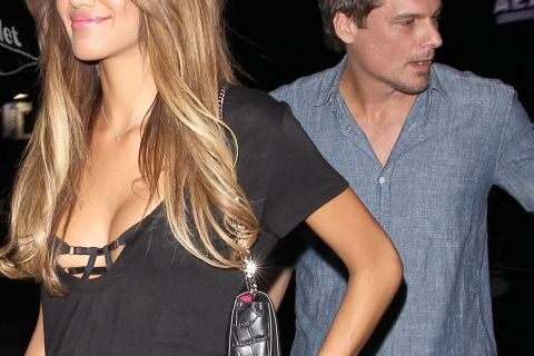 Kate Beckinsale : Sans son alliance, son mari fricote avec un top de 24 ans