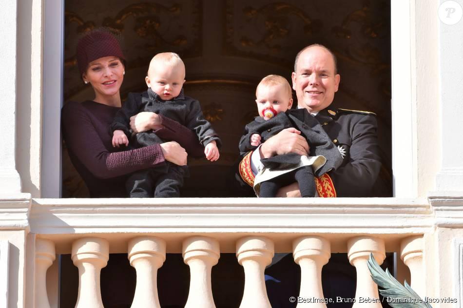 Le prince Jacques et la princesse Gabriella sont apparus avec leurs parents la princesse Charlene et le prince Albert II de Monaco lors du défilé militaire de la fête nationale monégasque, le 19 novembre 2015 © Bruno Bebert / Dominique Jacovides / Bestimage