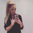 Emilie Nef Naf : Selfie pour la bombe !