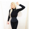 """Emilie Nef Naf, égérie de Curvy Line, marque qui propose notamment des corsets minceur, lancée par Coralie de """"Secret Story 4"""". Novembre 2015."""