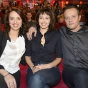 """Valérie Bonneton, complice avec sa soeur """"copie conforme"""" Nathalie et son frère"""