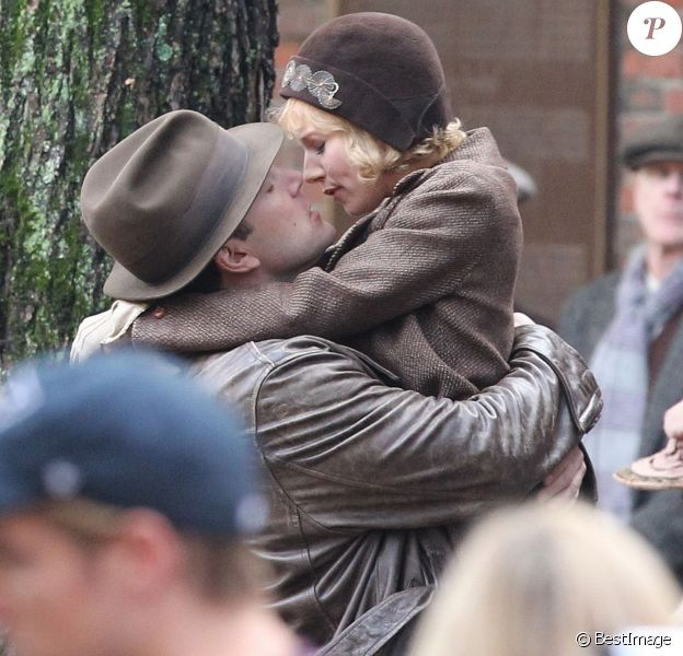 "Exclusif - Ben Affleck et Sienna Miller s'embrassent sur le tournage de ""Live by night"" à Boston le 23 novembre 2015."
