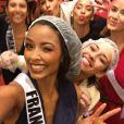 Flora Coquerel, Miss France 2014, entourée de ses concurrentes dans les coulisses du concours Miss Univers 2016. Décembre 2015.