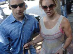 REPORTAGE PHOTOS : Britney Spears très proche, trop proche... de son garde du corps !  PHOTOS