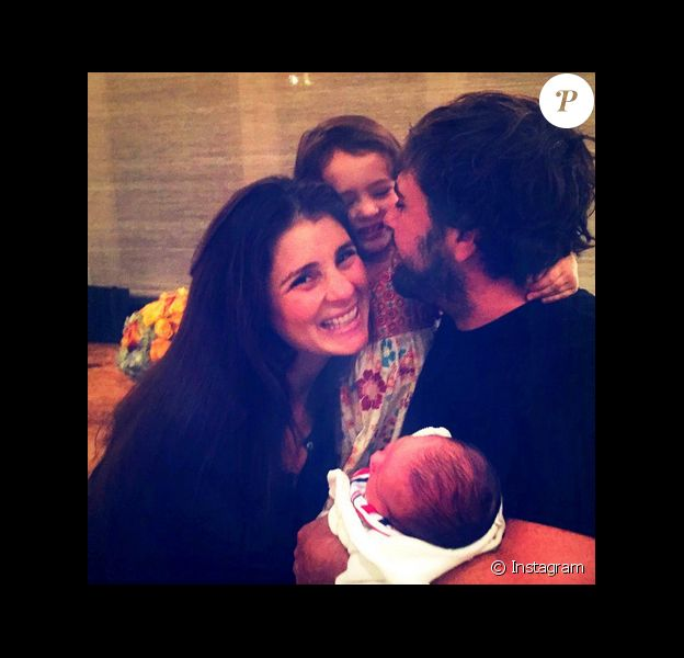 Shiri Appleby a posté une photo d'elle en compagnie de son mari et leur fille Natalie ainsi que leur fils Owen sur sa page Instagram le 21 décembre 2015.
