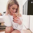 Emilie Nef Naf : selfie pour la bombe devenue blonde