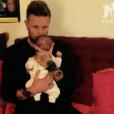 Benjamin Machet dévoile la première photo de son bébé, Tao, sur le plateau du  Mag de la téléréalité  sur NRJ12. Le 21 septembre 2015.