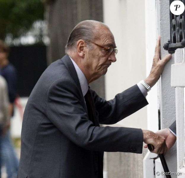 Jacques Chirac se rend chez des amis à Neuilly-sur-Seine le 4 octobre 2014.