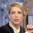 """La présentatrice Sidonie Bonnec confesse avoir été victime de sexisme au bureau. Emission """"C à vous"""" sur France 5. Le 29 décembre 2015."""