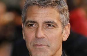 VIDEO : George Clooney harcelé par ses fans...