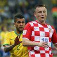 Dani Alves et Olic - Match d'ouverture de la Coupe du Monde entre le Brésil et la Croatie à Sao Paulo au Brésil le 12 juin 2014.