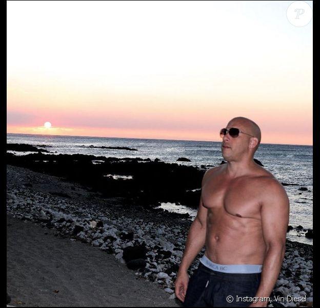 Vin Diesel pose torse nu pour le retour de Xander Cage (photo postée le 7 janvier 2016)