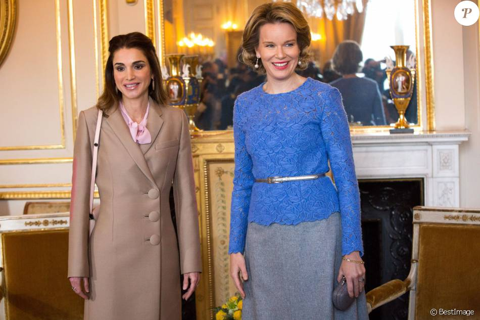 La reine Rania de Jordanie était reçue par la reine Mathilde de Belgique au palais royal à Bruxelles le 12 janvier 2016 dans le cadre d'une mini-tournée européenne visant à solliciter du soutien pour l'accueil des réfugiés syriens.