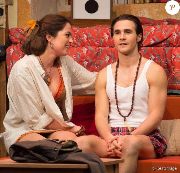 Anouchka Delon et Julien Dereims lors du filage de la pièce Libres sont les papillons au théâtre Rive Gauche à Paris, le 13 janvier 2016