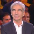 """Estelle Denis face à son chéri Raymond Domenech dans son émission """"Touche pas à mon sport"""" sur D8. Le 26 novembre 2015."""