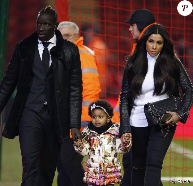 Mamadou Sakho, son épouse Madja et leur fille Aïda à Anfield à Liverpool lors du match de Cup le 20 janvier 2016 face à Exeter.