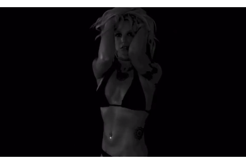 Britney Spears : Sensuelle et sexy en bikini, la popstar exhibe son ventre plat