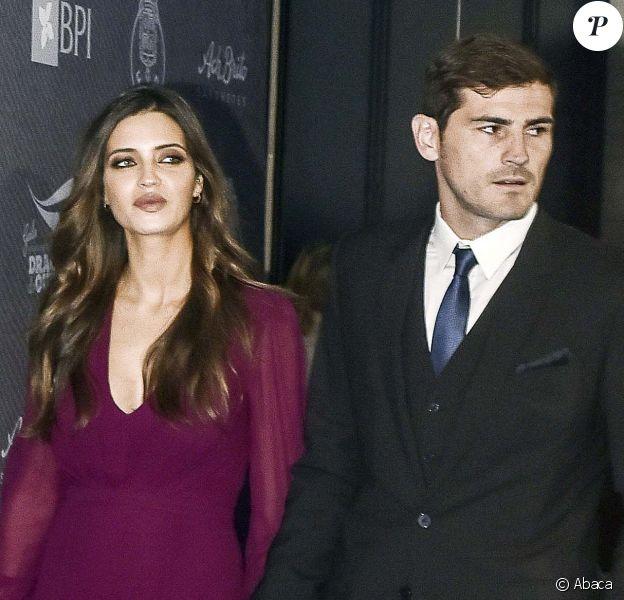 Iker Casillas et Sara Carbonero, enceinte, lors d'un gala à Porto le 30 novembre 2015.