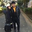 Zoë Kravitz a publié une photo avec son chéri Twin Shadow sur sa page Instagram, prise lors de leurs vacances au Japon, au mois de décembre 2015.