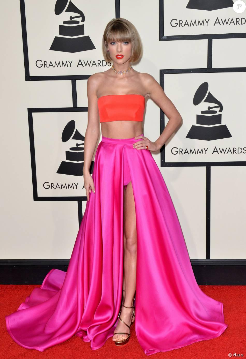 Taylor Swift lors des 58e Grammy Awards le 15 février 2016 à Los Angeles. La chanteuse, qui a interprété Out of the Woods en ouverture, a reçu trois trophées.