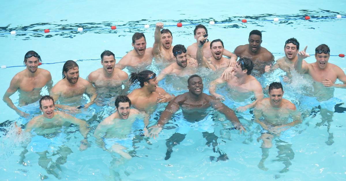 Camille lacourt et les rugbymen du racing 92 la piscine for Piscine 92