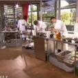 Les candidats s'activent en cuisine dans Top Chef, le lundi 22 février 2016, sur M6