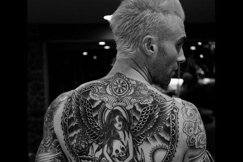 Adam Levine : Un nouveau tatouage viril après son passage moqué chez le coiffeur
