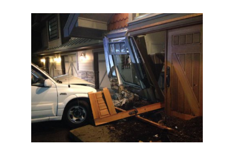 Kim Cattrall : Une jeune chauffarde emboutit une voiture dans sa maison !