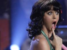VIDEO + PHOTOS : Quand Katy Perry s'éclate... par terre, c'est à hurler de rire !