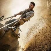 Jack Huston est Ben-Hur devant Morgan Freeman et ses dreadlocks