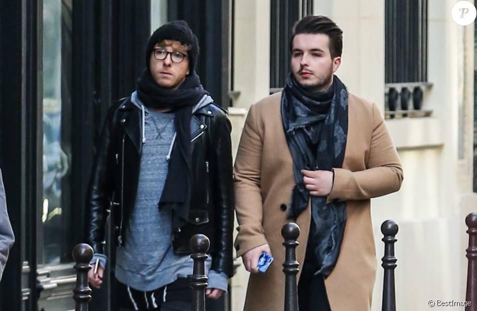 Exclu - Olympe et son compagnon Julien dans les rues de Paris, le 5 mars 2016