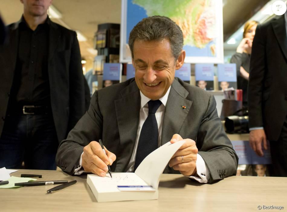 Nicolas Sarkozy Dedicace Son Livre La France Pour La Vie A Librairie Decitre A Lyon Le 10 Mars 2016 C Vincent Dargent Bestimage Purepeople